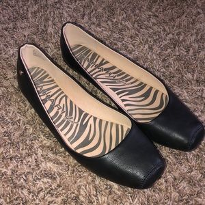 Black Tahari faux leather ballet pointe flats